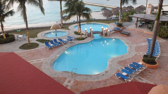 El Cozumeleno Beach Resort : One of the pools available