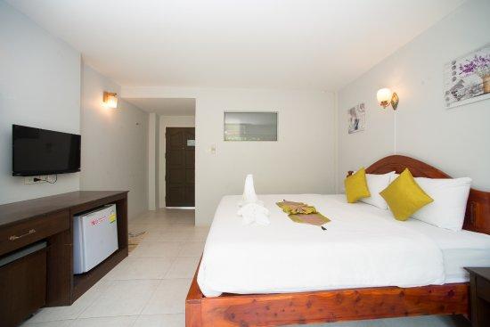 Srichada Hotel Khaolak: Superior Queen Room with Balcony