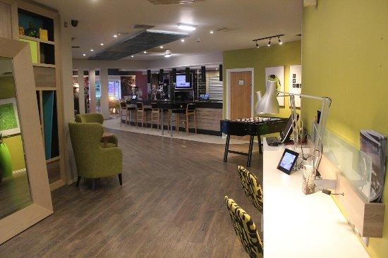 Ньютон Эйклифф, UK: バーとレストランがフロント階にあります。