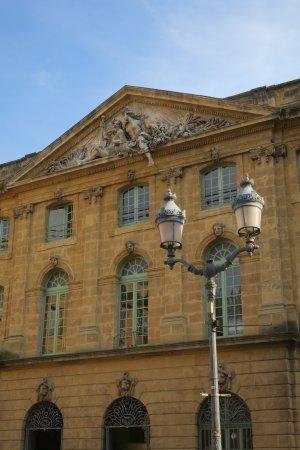 Halle aux grains : 歴史を感じされる建物です