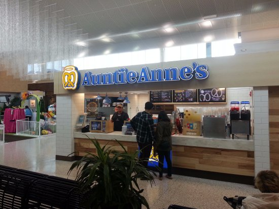 Harwood Heights, Ιλινόις: Counter for Auntie Anne's at Harlem Irving Plaza