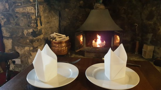 The Paddock Inn: Delicious Chinese food. Friendly staff. Beautiful open fire. 2 mins from Tenby.