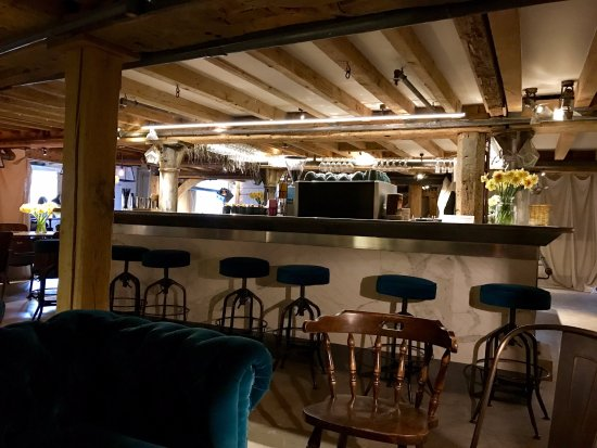 Sonning-on-Thames, UK: The Bar
