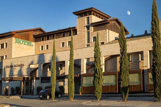 Hotel Mirador de Gredos - Fachada al atardecer
