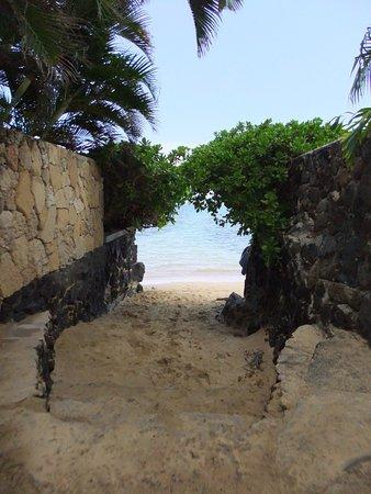 Kahala Beach: photo1.jpg
