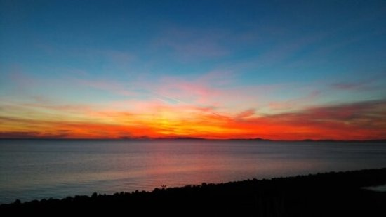 Llanaber, UK: Sunset from the Patio