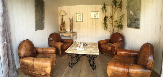 salon de d tente photo de hotel restaurant spa plaisir le bois plage en re tripadvisor. Black Bedroom Furniture Sets. Home Design Ideas