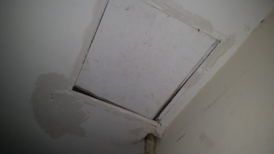 Hanoi Rose Hotel: the man hole in the ceiling
