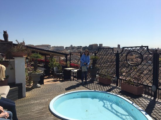 Colonna Palace Hotel : View from Roof Terrace bar - Daytime