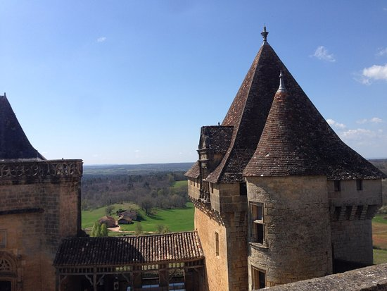 Biron, Francia: Impressive roofs of part of the castle with the glorious Perigord countryside beyond