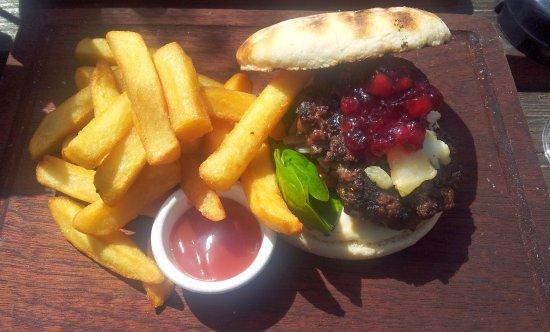The Station House Pub: Burger!
