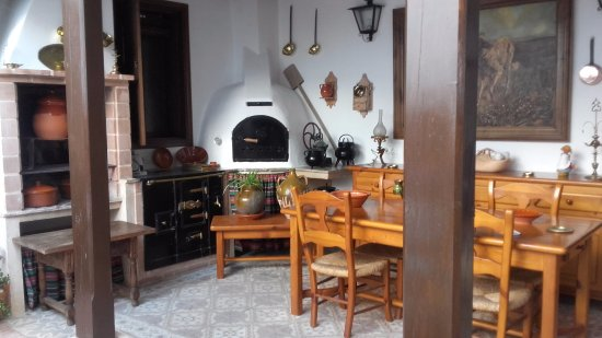 Cocina y comedor exterior: fotografía de Casa Rural Tia Pilar ...
