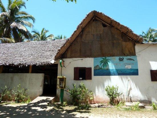 Mahavelona, Μαδαγασκάρη: Foulpointe: Au Gentil Pêcheur. Entrée du restaurant.