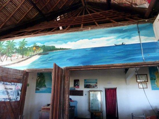 Mahavelona, Μαδαγασκάρη: Foulpointe: Au Gentil Pêcheur. Intérieur du restaurant.
