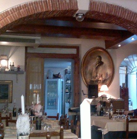 Ristorante Ulisse: Interno del ristorante enoteca Ulisse di Seravezza