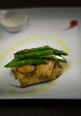 Osteria Barberini: Bocconcini di Spigola, Asparagi e salsa alle erbe di Provenza