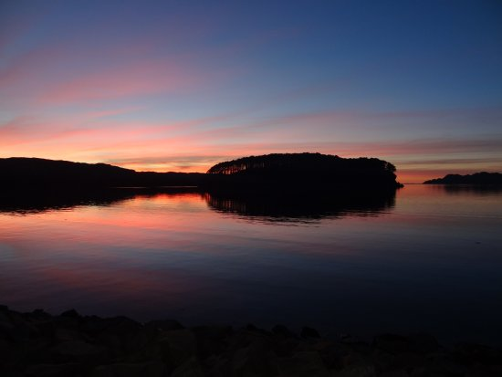 Shieldaig, UK: Sunset view from the waterfront. An added bonus.