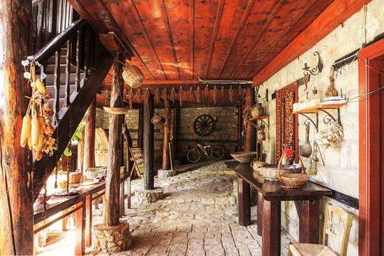 Adatepe, ตุรกี: konak giriş