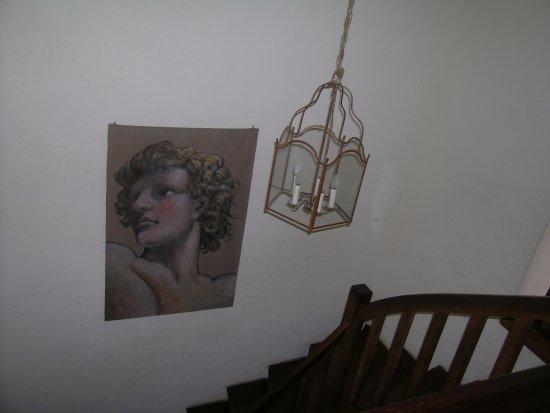 Aillas, France : Cage d'escalier