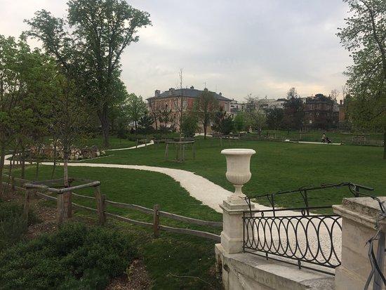 Belle rénovation du Parc de la Folie Saint James à Neuilly