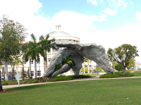 Doral, FL: Park area, playground area