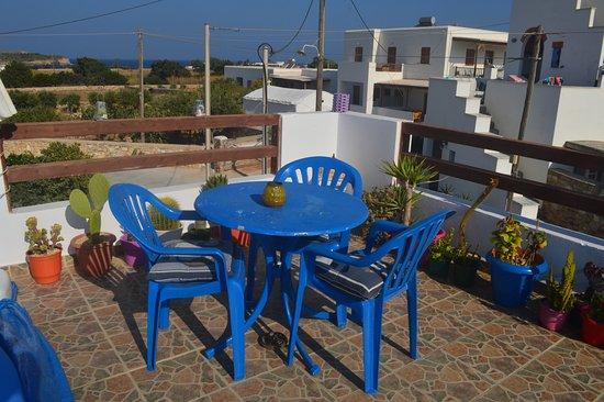 Pandrossos Hotel: grande terrasse donnant vue sur le lever et le coucher du soleil