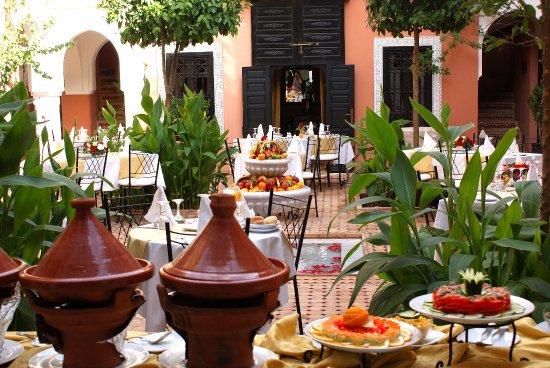 Les Borjs de la Kasbah restaurant : Buffet lunch in our main courtyard