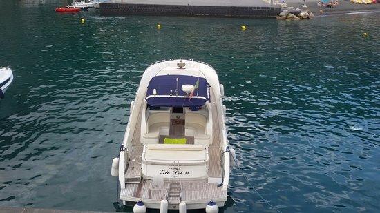 Capri Marine Limousine: Santorini, an exclusive yacht for your tours