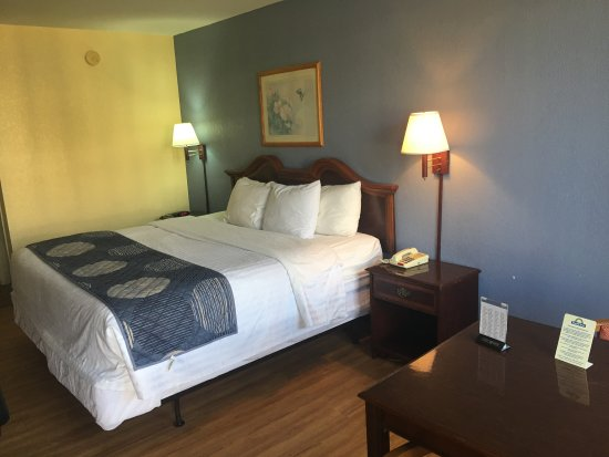 Days Inn Statesville: King bed