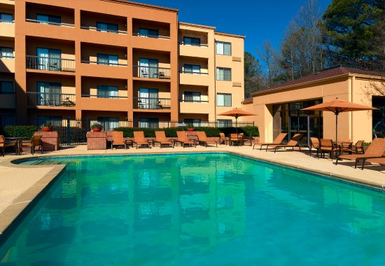 Courtyard Atlanta Perimeter Center: Outdoor Pool