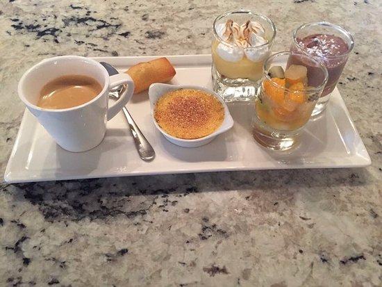 Le Plessis-Robinson, France: Café Gourmand du Chef !