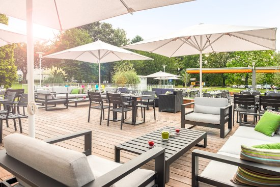 Terrasse et plats - Picture of Gourmet Bar by Novotel Lille Airport ...