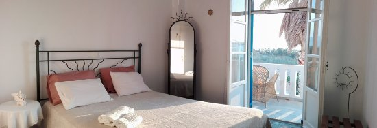 Remvi Studios: Superior double bed bedroom;with balcony viewing the sea, the sunset setting behind Antiparos..