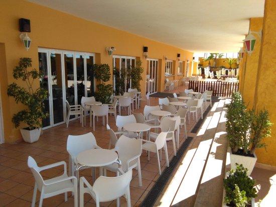 Terraza Bar Club Tropical Picture Of Gran Hotel Peniscola