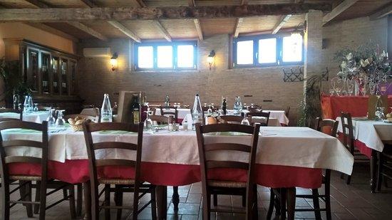 La sala da pranzo foto di la cascina baccia bergamo - Foto sala da pranzo ...