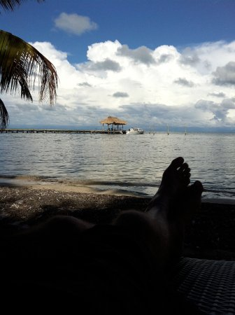 Long Caye, Belice: Relaxing on the beach