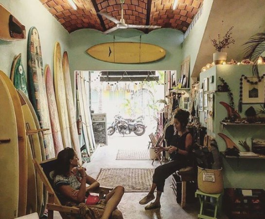 ‪Quiverito Surf Shop‬