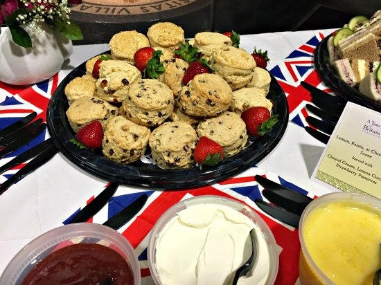 Wayne, Pensilvania: Tray of Mini Scones with our Traditional Sides from Takeaway Catering Menu