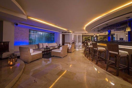 Country International Hotel: Lobby Bar
