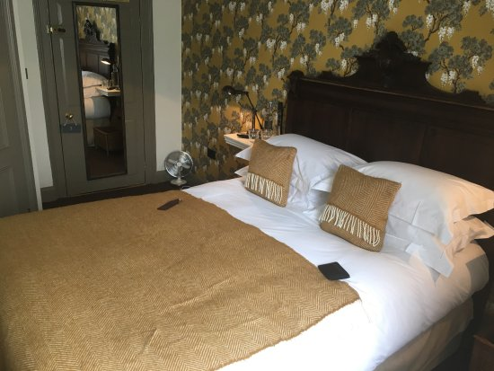 The Wheatsheaf Inn: Comfortable bed - note the fan as it does get quite warm!