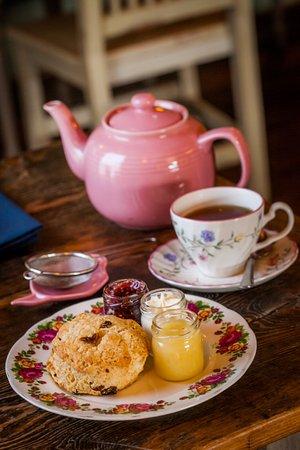เวย์เน, เพนซิลเวเนีย: Tea and scones are the perfect treat.