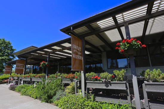 The Valley River Inn: SweetWater's on the River - Eugene's best outdoor deck dining
