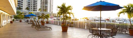 Legacy Harbour Hotel & Suites: Back Deck of hotel