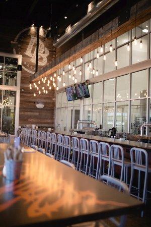เตอร์ล็อก, แคลิฟอร์เนีย: Dust Bowl Brewing Co. Brewery Taproom bar seating.