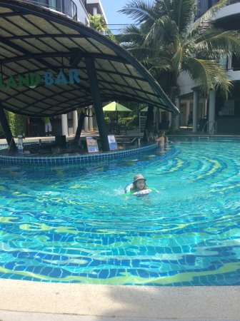 Holiday Inn Resort Krabi Ao Nang Beach: Vuxenpoolen med poolbaren