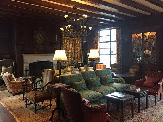 Old Edwards Inn and Spa: Hummingbird Lounge