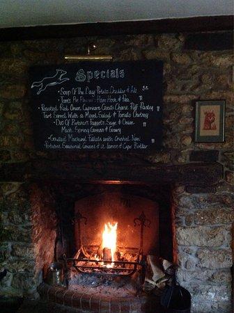Corscombe, UK: The Fox Inn