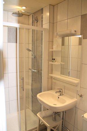 Hotel De Biarritz: salle de bains