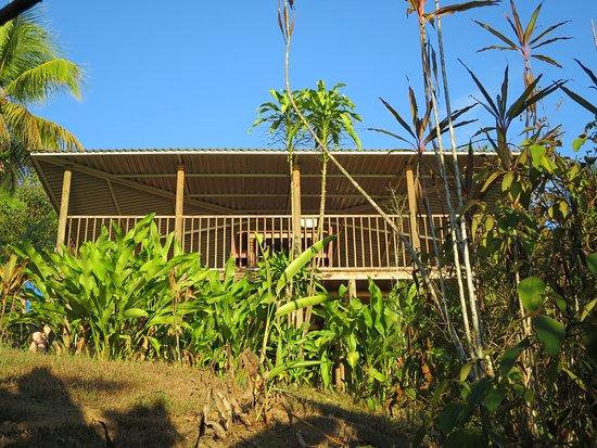 Cabinas El Mirador Lodge: Blick auf die Terasse des Hauptgebäudes