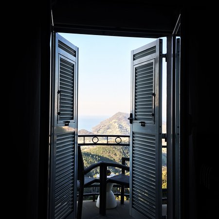 Casarza Ligure, อิตาลี: View from the bed, it's amazing!!
